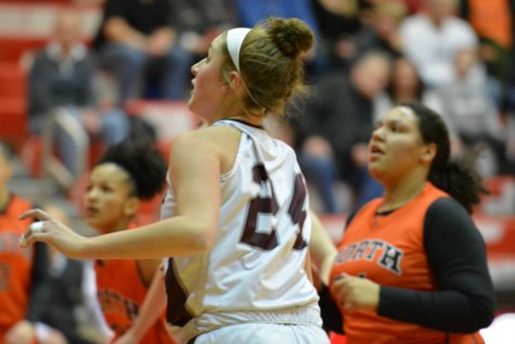 Girls' Basketball advances to D1 central finals