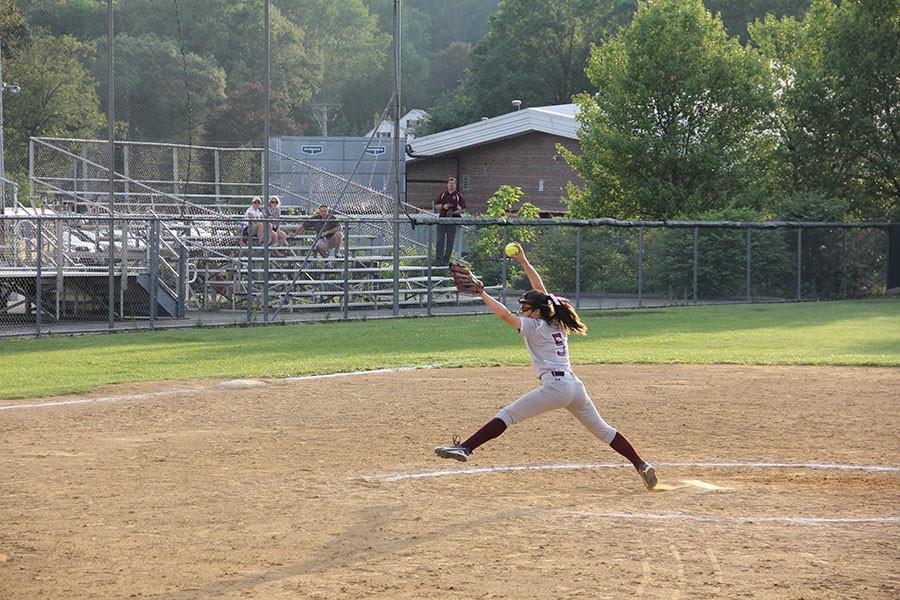 Emma Paulauskas pitching
