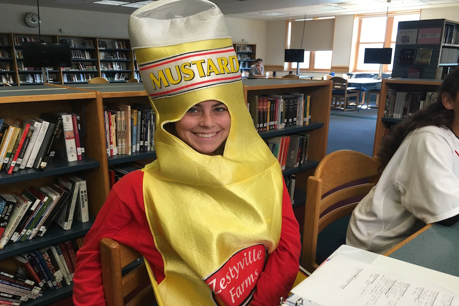 Caroline+Gulla+is+mustard+in+the+library