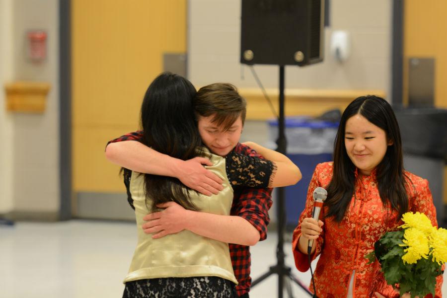 Students+give+Ms.+Li+a+heartfelt+thank-you.