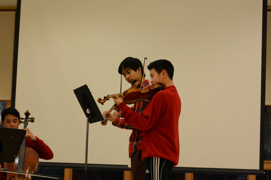 Sophomores+Joey+Shen+and+Jacob+Wang+during+the+quartet+performance.