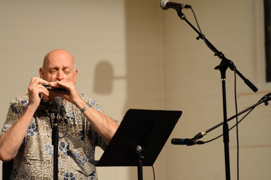 Peter+Mudgen+does+his+signature+harmonica+performance