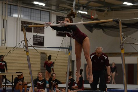 Girls Varsity Gymnastics beats Groton – Dunstable