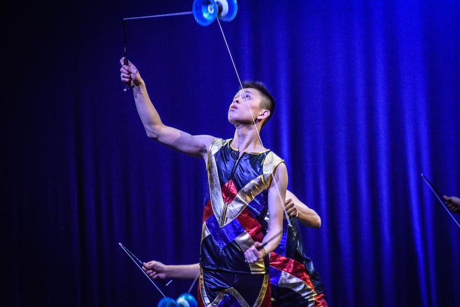Yoyo+masters+from+the+Chinese+Folk+Art+Workshop+perform+Chinese+yoyo+tricks.