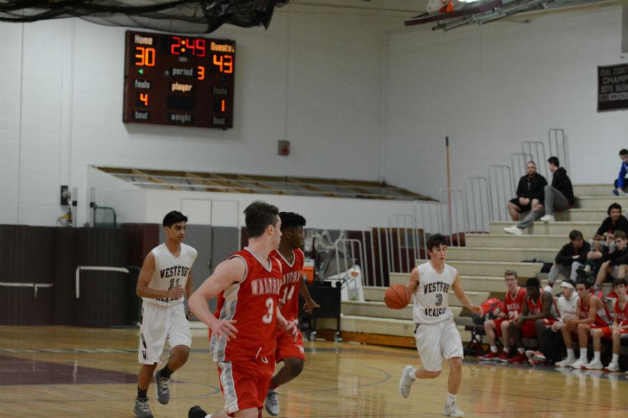 Junior+Josh+Rosenstein+dribbles+the+ball+as+he+runs+across+the+court.