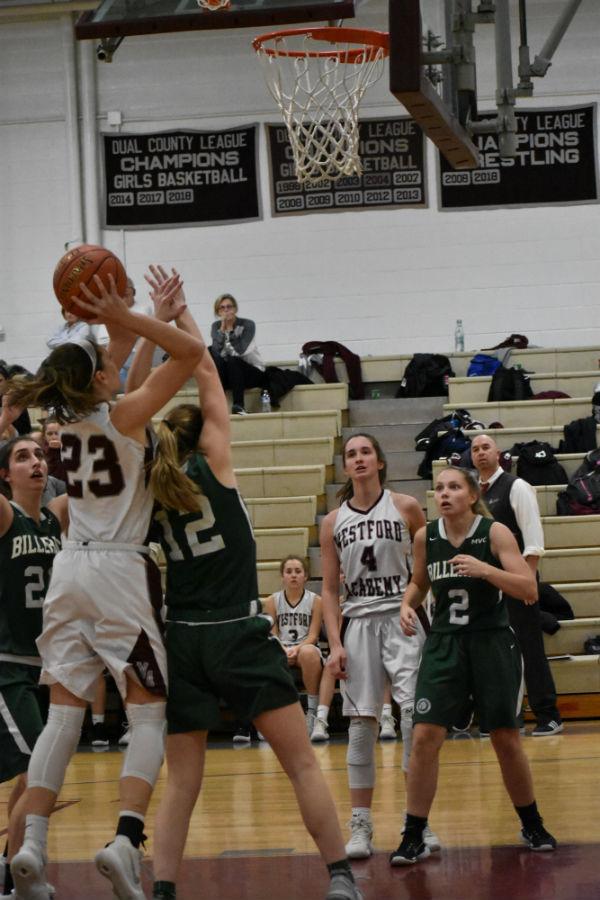 Senior+Brook+Pillsbury+passes+the+ball.