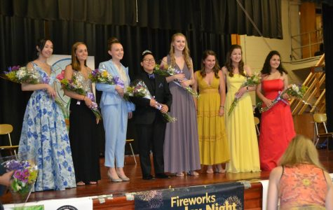 All Apple Blossom queen candidates posing for a picture with last year's queen, Emily Doolin