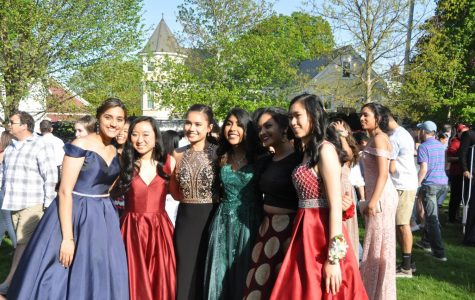 The Class of 2019 poses for prom