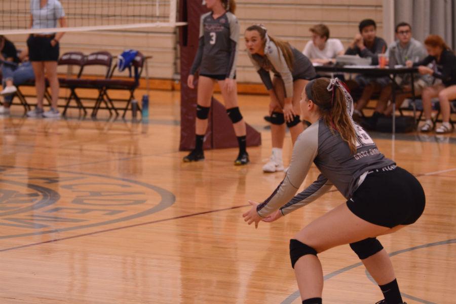 Sophomore+Allison+McIntosh+prepares+for+the+ball.