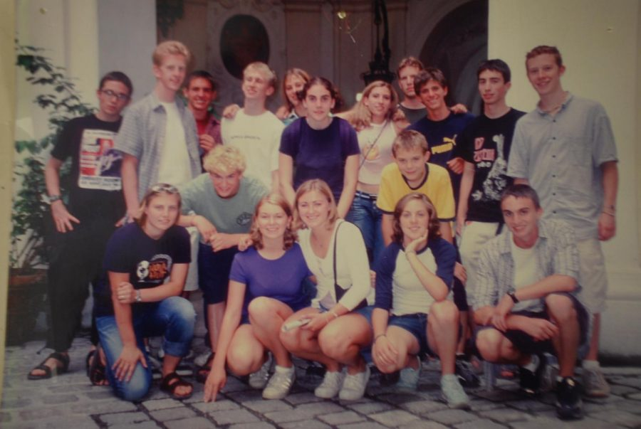 Picture of Herr Welch and his class when he went on the exchange in 2001-2002.