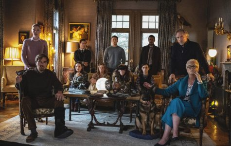 The extended family of deceased Harlan Thromby (Christopher Plummer) gathered in his mansion's parlor.