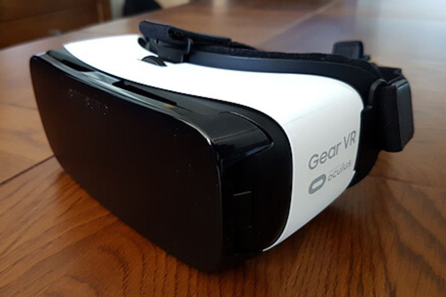 A+Samsung+Gear+VR+headset%2C+one+of+the+headsets+the+history+department+is+looking+at+purchasing.