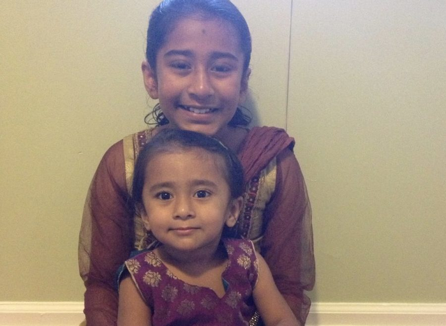 Anushka and her sister pose in Indian clothing.