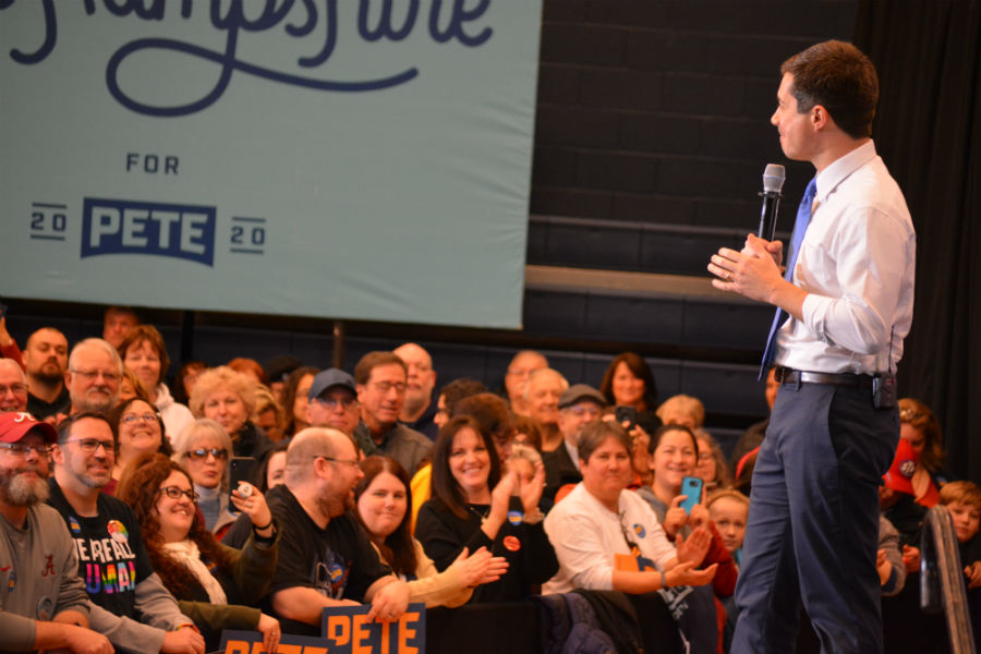 Buttigieg+receives+a+warm+applause+from+the+audience.