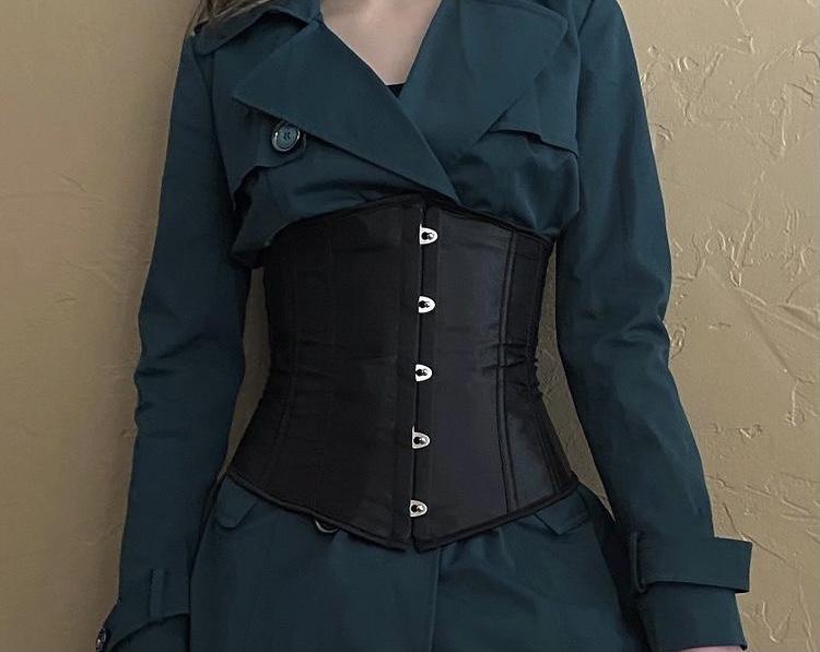 Alyssa+Guglielmo+styles+a+black+corset+upon+a+dark+emerald+green+dress.