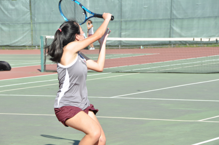 McKay prepares an overhead shot during the second set of her first match.